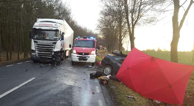 Do tragicznego wypadku doszło w czwartek (8 grudnia) po południu na drodze wojewódzkiej nr 297 pomiędzy Szprotawą a Kożuchowem.