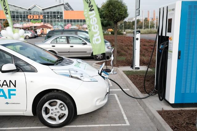 Poznań: Na Franowie otwarto stację ładowania samochodów elektrycznych