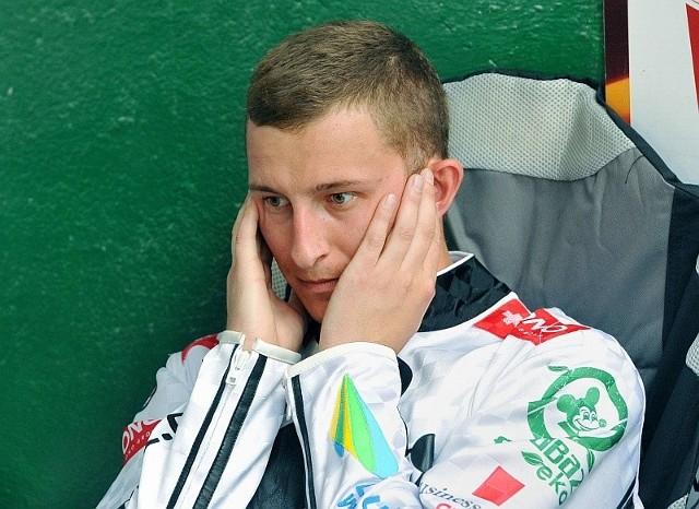 Adrian Gomólski ma 26 lat, jest wychowankiem Startu Gniezno. Przed obecnym sezonem związał się umową ze Stalą Gorzów, z której został wypożyczony.