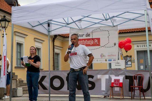 W poniedziałek (26.07) w Białymstoku odbyło się spotkanie ogólnopolskiej inicjatywy Tour de Konstytucja PL. Nasze miasto odwiedzili m. in. przedstawiciele świata sztuki, a także znani prawnicy.