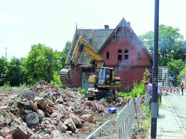 Inwestor zaczął budowę przy Grottgera od wyburzaniaInwestor Nordic Haven zaczął budowę przy Grottgera od wyburzania. W głębi dom śluzowy, który zostanie rozebrany.