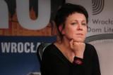 Równo rok temu Olga Tokarczuk dostała Nagrodę Nobla. W sobotę będzie świętować tę rocznicę w Arsenale [SPOTKANIE, KONCERT]