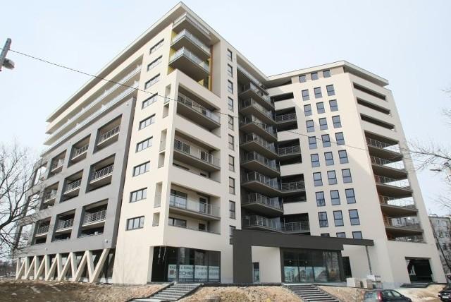 Becher ElevenBudowa Becher Eleven, jedenastokondygnacyjnego budynku mieszkalnego z lokalami usługowymi na parterze przy ulicy Wiosennej w Kielcach wkrótce zostanie ukończona. Wła-ściciele lokali rozpoczęli już prace wykończeniowe w swoich mieszkaniach.