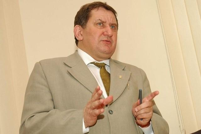 - Płacimy niemałe składki, a z dotacjami jest bardzo słabo - twierdzi burmistrz Krzysztof Kuchczyński.