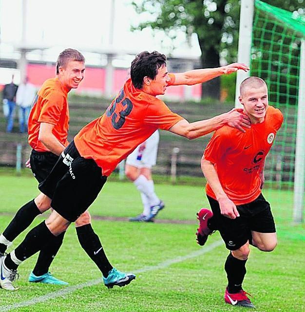 Mariusz Szuszkiewicz (z prawej) strzela gole na zawołanie