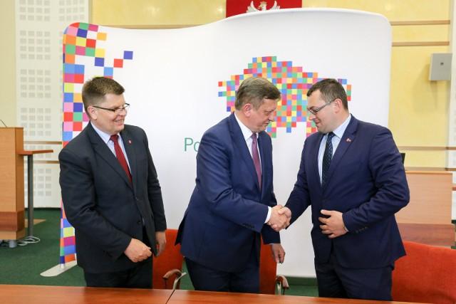 Wójt Gródka Wiesław Kulesza (w środku) liczy na rozwój turystyki