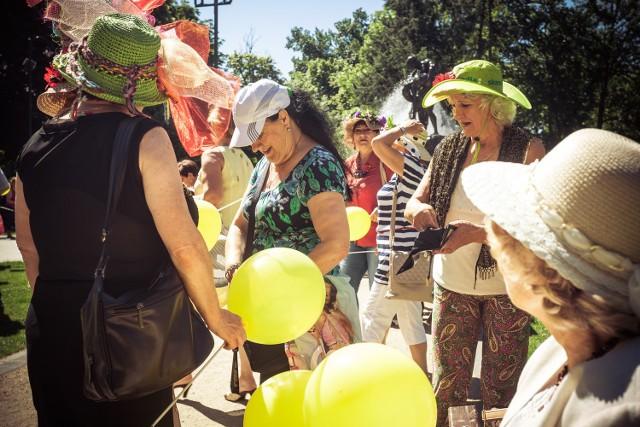 Ulicami Bydgoszczy przeszedł coroczny marsz kapeluszowy.http://get.x-link.pl/cf9661e4-c1a7-7338-12dd-328954f2eb7f,1be01c6d-8cfe-1df9-514e-404d54e9ccb0,embed.html