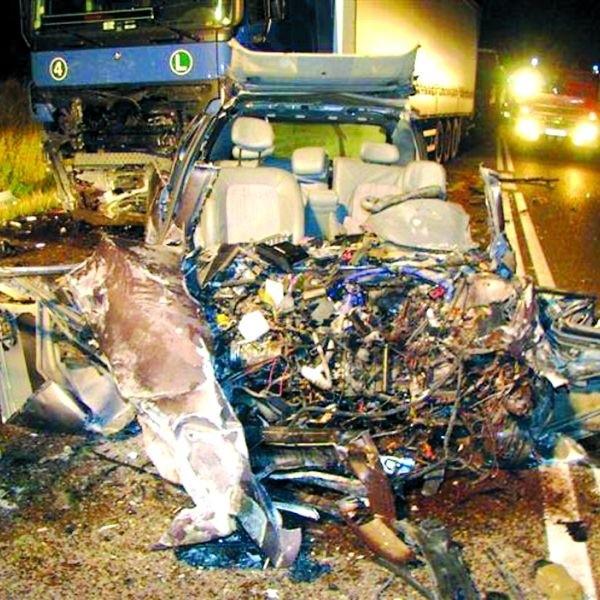 Po wypadku trudno było rozpoznać jakiej marki samochodem jechał 20-letni kierowca