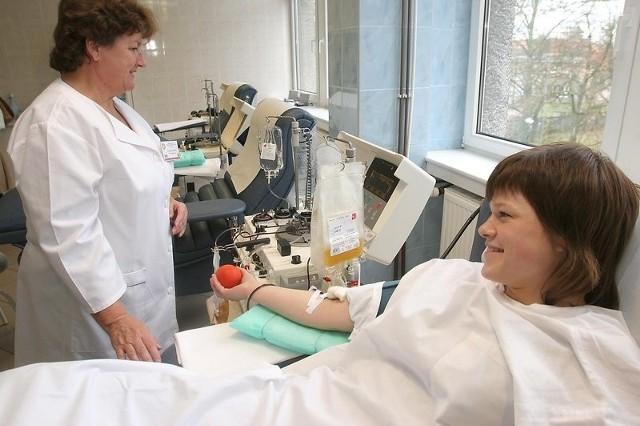 W wakacje zazwyczaj ludzie oddają mniej krwi.