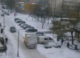 Zima w Toruniu. Opóźnione autobusy i tramwaje, zasypane drogi i chodniki