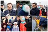 Rynek Kościuszki. Zenek Martyniuk wręczył dzieciom świąteczne paczki i uwolnił karpia (zdjęcia)