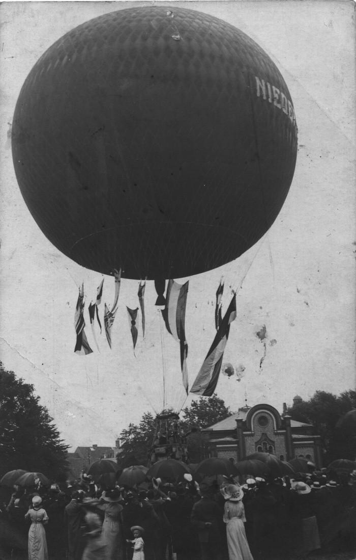 Wydarzenie sprzed ponad 100 lat uchwycono na fotografii.