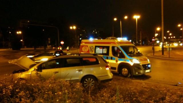 Dwie osoby ranne w wypadku na skrzyżowaniu alei Włókniarzy i ulicy Limanowskiego w Łodzi