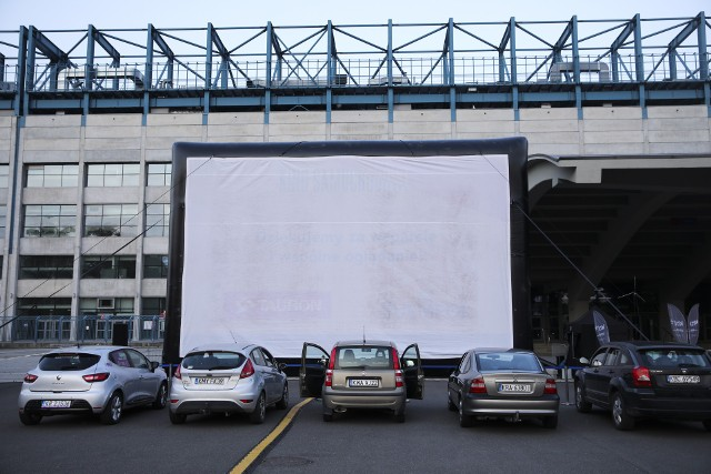W piątek i sobotę ostatnie seanse w krakowskim kinie samochodowym