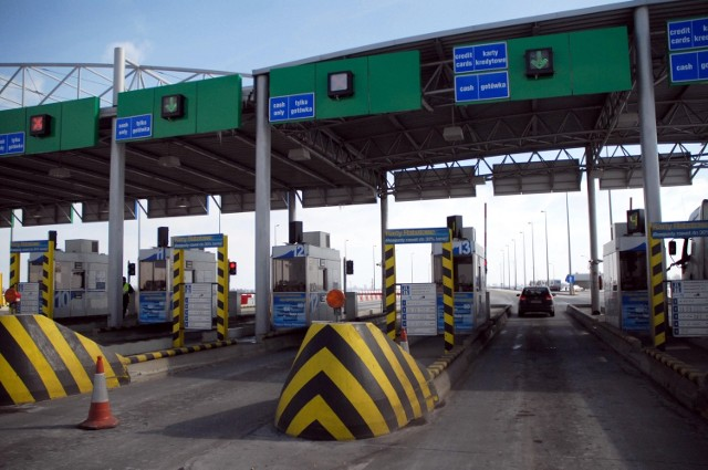 """Rząd chce obniżyć opłaty za przejazd autostradami. Ale tylko """"państwowymi"""""""