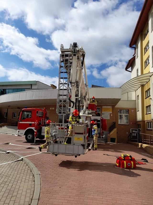 Strażackie ćwiczenia na wypadek pożaru w Szkole Podstawowej w Kowalewie Pomorskim