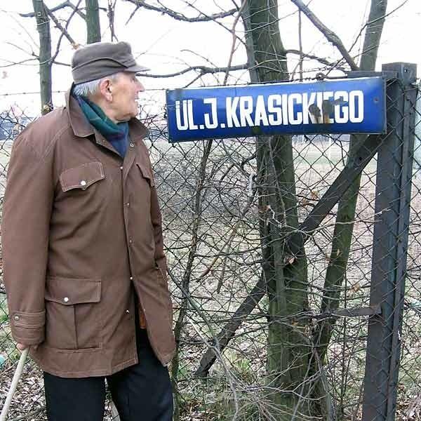 """- Nie da się ukryć, że jest to """"J"""", a nie """"I"""" - mówi Czesław Kuraś."""