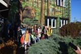 Wielki niedźwiedź ozdobą muralu w Gowarczowie. Jest związany z lokalną legendą [ZDJECIA]