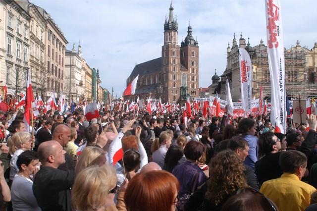 11 lat temu na Wawelu pochowano Lecha i Marię Kaczyńskich.