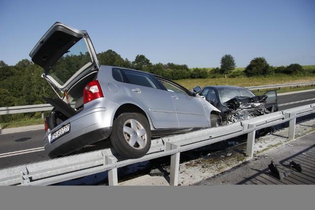 Polscy kierowcy przekraczają dozwoloną prędkość w terenie zabudowanym (86,5 proc.), a jedynie 13,3 proc. jedzie przepisowo.