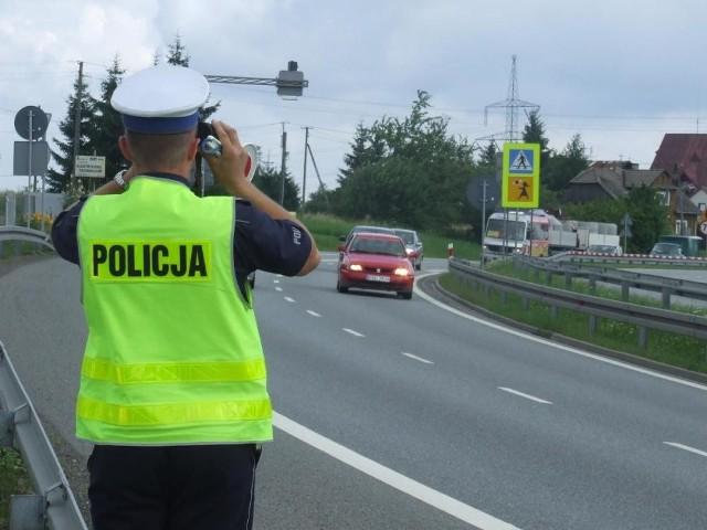 Policjanci drogówki z powiatu krakowskiego przeprowadzili w weekend ponad 200 kontroli pojazdów