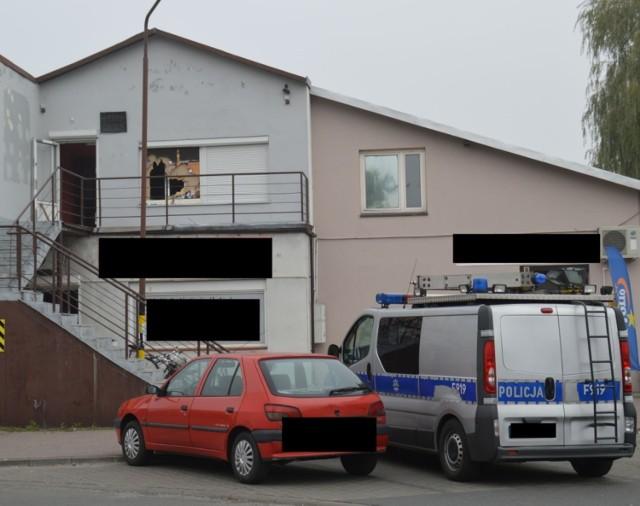Lokal z dopalaczami znajdował się na piętrze budynku przy ul. Lipowej. Policjanci do wnętrza musieli się dostać siłą.