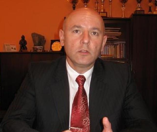 Andrzej Ogrodnik, burmistrz Kożuchowa zarabia tylko 40 zł mniej niż prezydent Nowej Soli