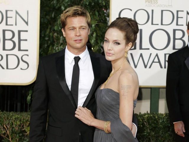 """Angelina Jolie - w przyszłym roku skończy 40 lat. Zanim wyszła za Brada jej mężami byli aktorzy: Brytyjczyk Jonny Lee Miller oraz Amerykanin Billy Bob Thornton. Jest laureatką Oskara. Dostała go w 1999 roku za drugoplanową rolę w filmie """"Przerwana lekcja muzyki"""". W 2013 zakomunikowała, że  przeszła zabieg podwójnej prewencyjnej mastektomii, bo w jej organizmie obecny jest gen BRCA1.Brad Pitt - urodził się w 1963 roku. Był mężem znanej aktorki Jennifer Aniston. Rozwiódł się z nią dla Angeliny.  Dwa razy zdobył Złotego Globa. W 1996 roku za drugoplanową rolę w filmie  """"12 małp"""", a w 2010 roku za główną rolę w """"Bekartach wojny""""."""