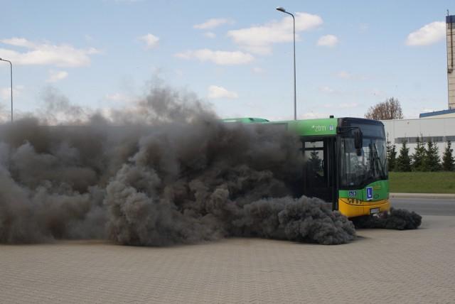 Jak zareagować na wypadek ataku agresywnego uzbrojonego pasażera, ostrzelania pojazdu z zewnątrz, pozostawienia niezidentyfikowanego pakunku czy też rozpylenia gazu?