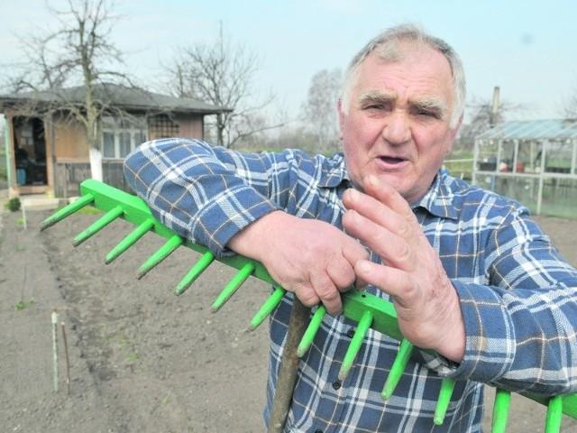 Zbisław Turowski z Czerwieńska jest działkowcem od 1977 r. - Nie będę ukrywał, że boję się o przyszłość swojego ogródka i z niepokojem śledzę dyskusję nad nową ustawą - mówił nam w środę