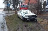 Pijany kierowca z powiatu brodnickiego uciekał przed policją i uderzył w drzewo