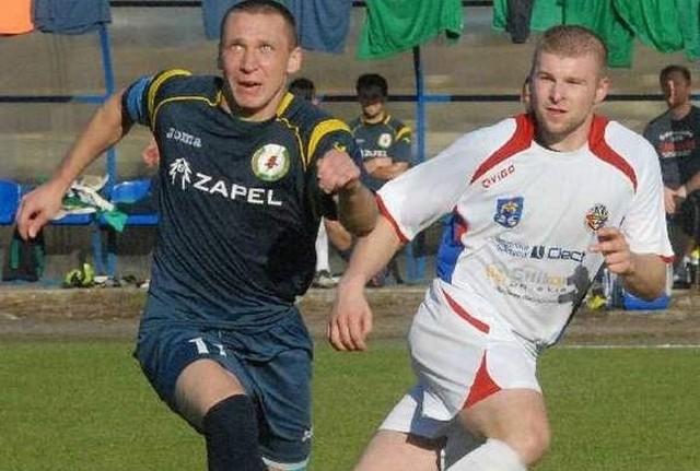 Bartosz Karwat (z lewej) drugi zawodnik w Piłkarskim Rankingu Nowin piłkarzy III-ligowych z Podkarpacia.