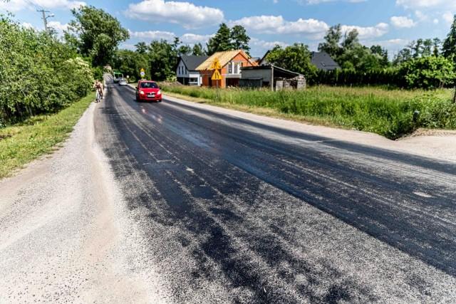 Tak wygląda odcinek drogi powiatowej w Klepaczach. Stan na sobotnie popołudnie [19.06.2021]