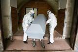 Pogrzeby i koronawirus. Krematorium w Poznaniu pracuje na dwie zmiany. Branża pogrzebowa też ma kontakt z COVID-19
