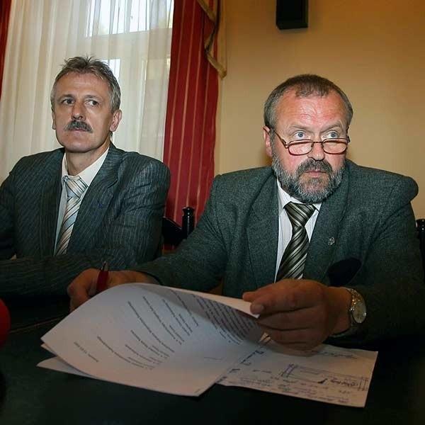 O tym, że lekarze na pewno odejdą we wrześniu z pracy zapewnili wczoraj Zdzisław Szramik, szef związków zawodowych i Krzysztof Szuber.