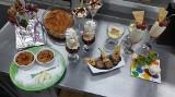 Uczniowie Zespołu Szkół im. Jana Pawła II w Kościelcu przygotowywali desery. Wyszło  pysznie, zdrowo, kolorowo [zdjęcia]