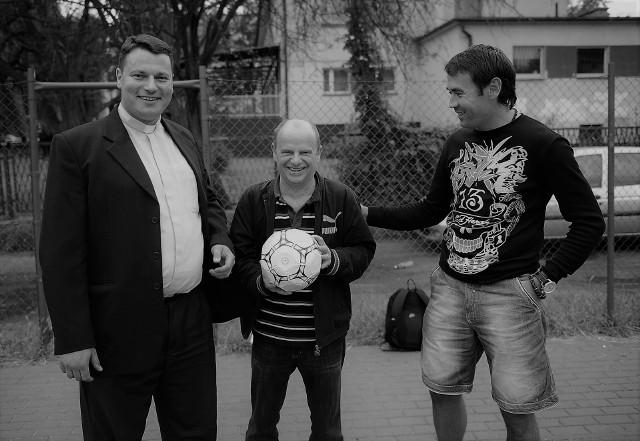 Jacek Portala (w środku) najbardziej kochał żużel, ale fascynował się też piłką nożną i innymi dyscyplinami sportu