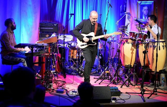 Gitarzysta, Marek Napiórkowski występujący wraz z zespołem w niedzielę, 23 lutego, w Muzeum Witolda Gombrowicza we Wsoli, oczarował wszystkich.