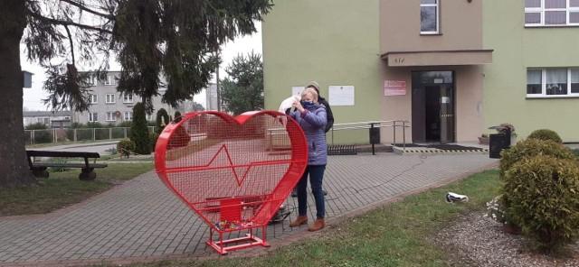 Na terenie gminy Trzebielino zabiły dwa nowe wielkie serca. Serca, dzięki którym osoby potrzebujące, otrzymają wsparcie. Mowa oczywiście o sercach na nakrętki.