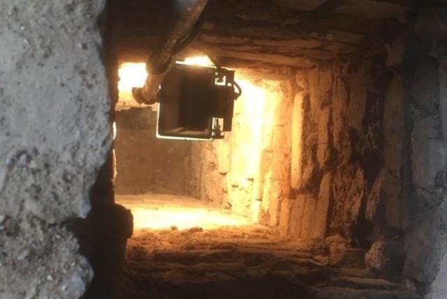 Podczas prac w pałacu Dietrichsteinów odkryto tajemniczy szyb