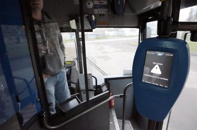 W pojazdach zamontowanych zostanie 1668 kasowników obsługujących bilet elektroniczny. Na razie nie  działają