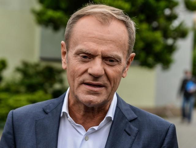 - Należałoby oczekiwać od rządzących, aby przerwali ten ponury spektakl, czyli grę Smoleńskiem- stwierdził były premier Donald Tusk.