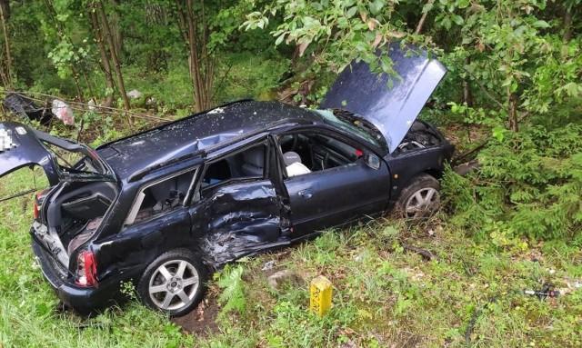 Wypadek w Wierzbinach. W czołowym zderzeniu audi z busem została ranna jedna osoba