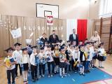 Uczniowie Szkoły Podstawowej Numer 12 imienia Bohaterów Westerplatte w Kielcach złożyli uroczyste ślubowanie (ZDJĘCIA)