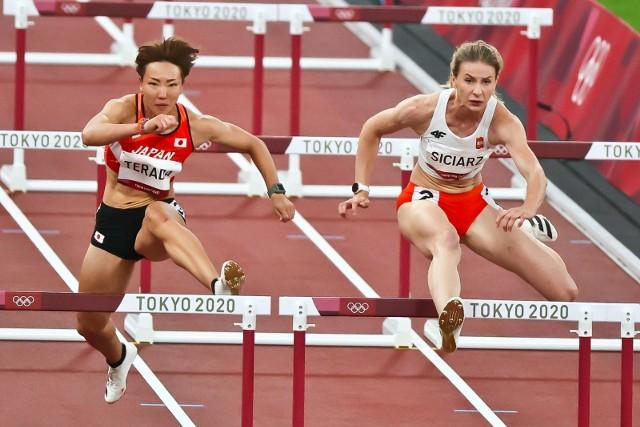 Klaudia Siciarz z AZS AWF Kraków w półfinałowym biegu na 100 m ppł podczas igrzysk olimpijskich w Tokio 2020