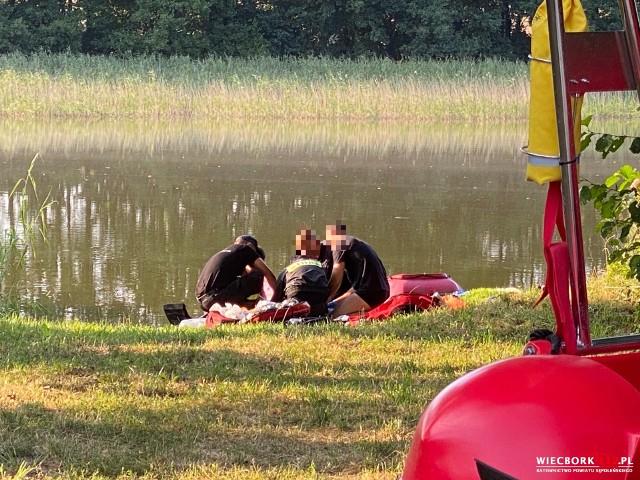 Mężczyzny, który topił się nad jeziorem w Radzimiu, nie udało się uratować