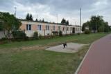 Mieszkańcy byłego biurowca Kofamy w Koronowie mają już dość