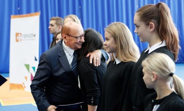 Tadeusz Ferenc, prezydent Rzeszowa, serdecznie gratulował najlepszym sportowcom i sportsmenkom.