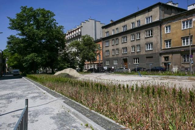 Mieszkańcy placu Biskupiego nie mogą się doczekać dokończenia przebudowy tego miejsca.