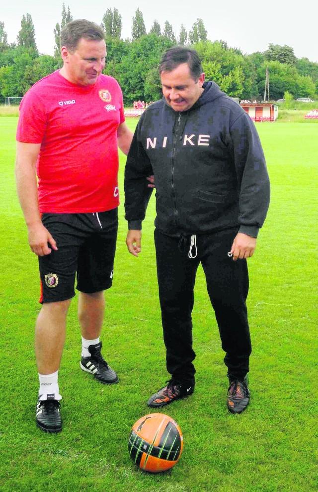Ksiądz Paweł Miziołek (z prawej) z byłym trenerem Widzewa, Czesławem Michniewiczem.